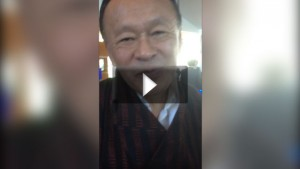 Video: Bertine interviewt kort voormalig premier van Bhutan over Happiness als businessmodel